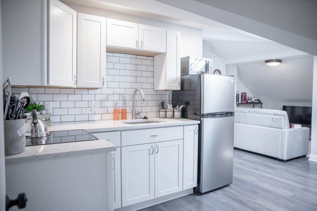 white_kitchen_with_subway_tile