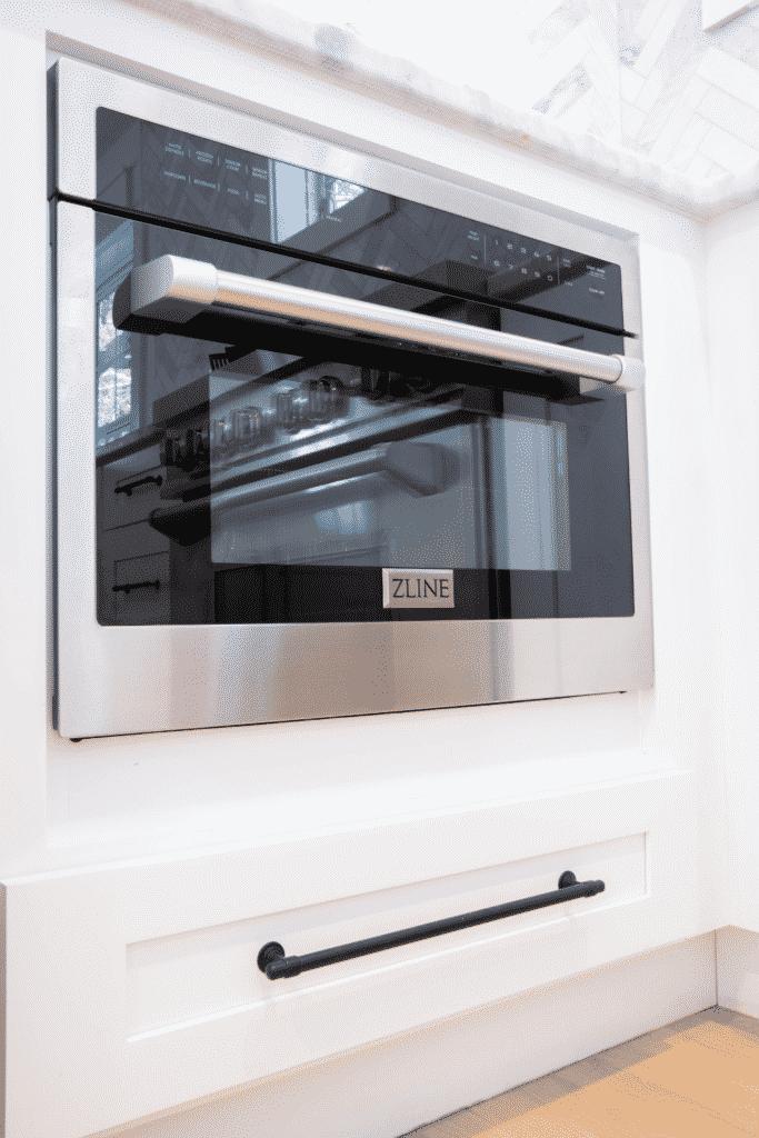 Nestrs image of oven door and bottom drawer